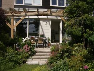 Een glazen buiten dak? Hierdoor duren de zomers langer. Op deze manier kan er optimaal worden genoten van zonlicht.